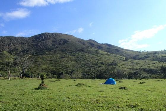 Nossa barraca em frente à Serra da Canastra!